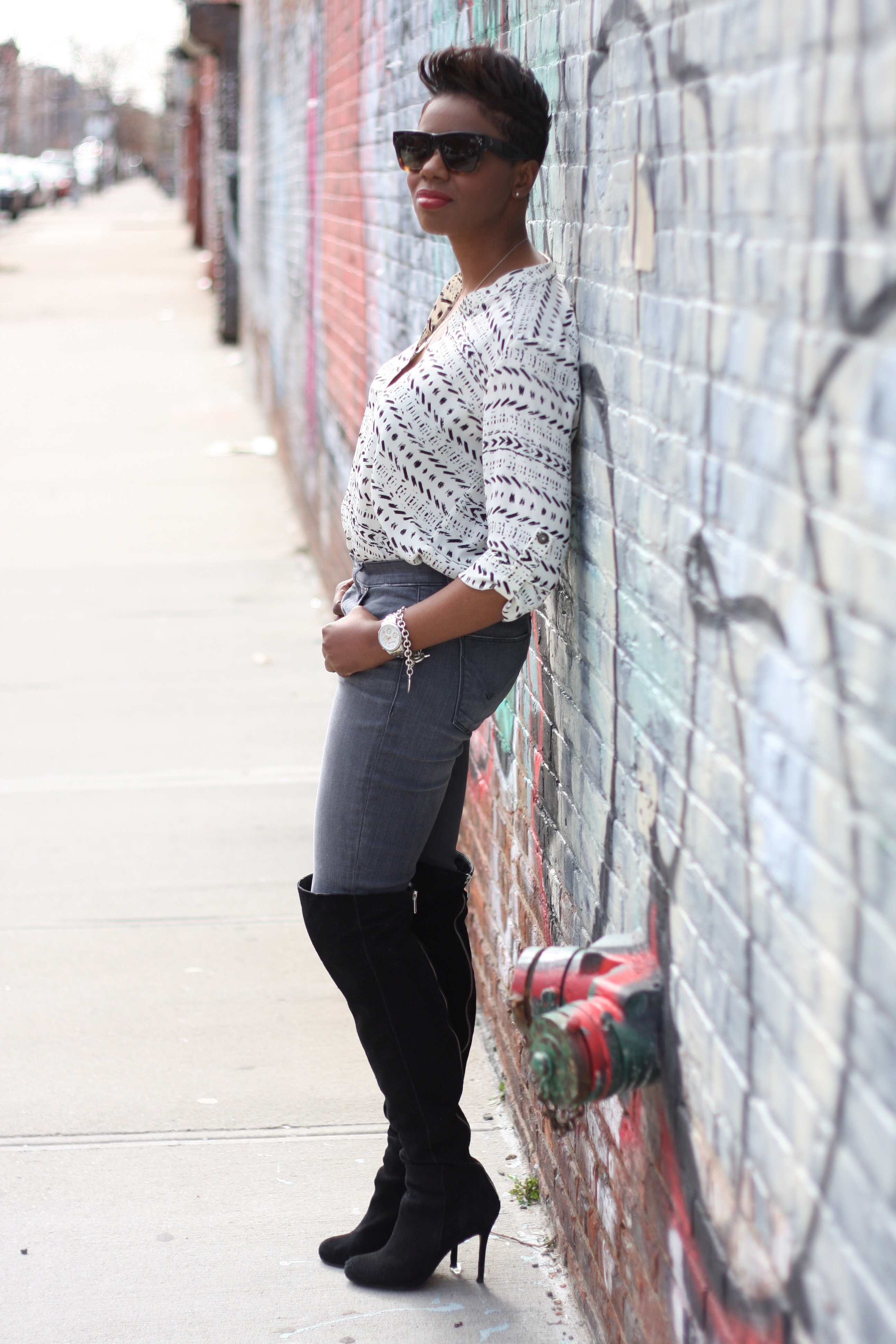 Printed Tunic Grey Jeans Otk Boots Tuck Side View NYC Fashion Blogger